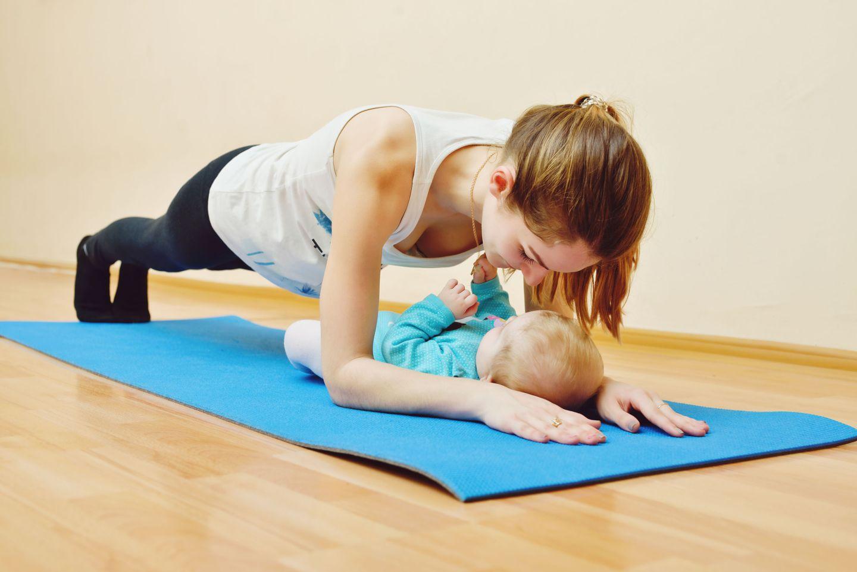 йога для мам с малышами в картинках именно